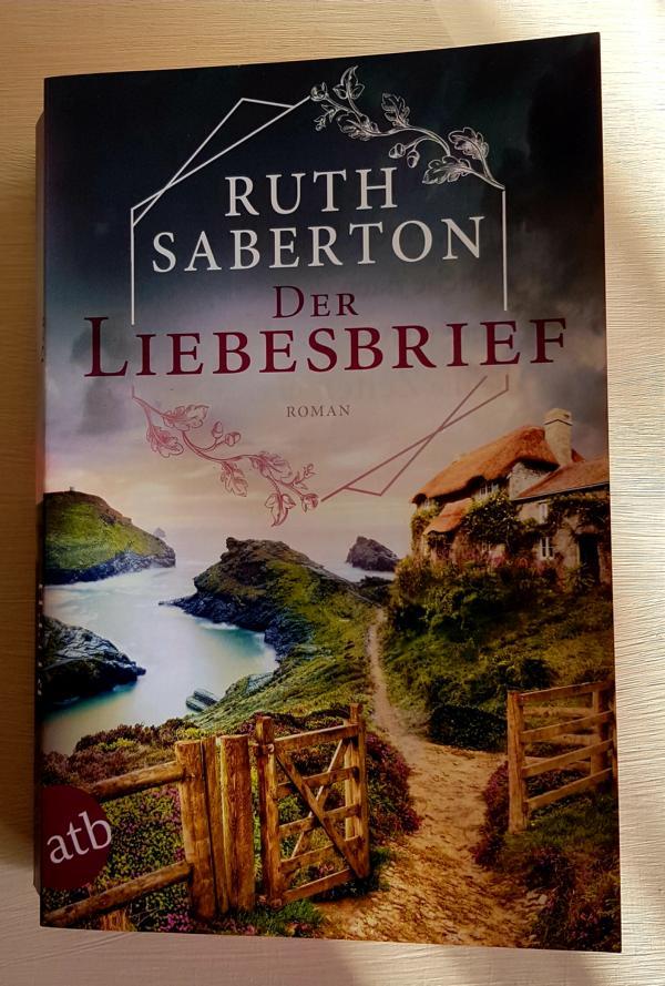 Der Liebesbrief erzählt Liebe und Verlust. Chloe hat ihren Mann verloren und entdeckt durch Zufall ein hundertjähriges Geheimnis einer Liebe, die durch den Ersten Weltkrieg beendet wurde.