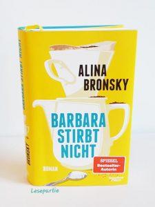 """Der Roman """"Barbara stirbt nicht"""" erzählt von Herrn Schmidt, dessen Leben sich von grundauf ändert, als seine Frau Barbara erkrankt."""